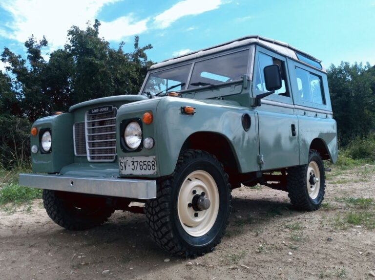 "(Italiano) Land Rover 88"" Series lll"